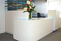 Mobilier EHPAD - Banque d'accueil sur mesure et chaises-00558.JPG